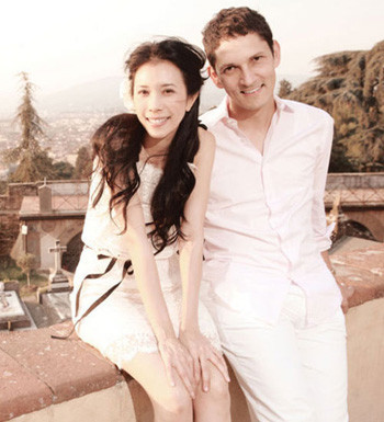 Karen Mok and Fiance [sina.com]