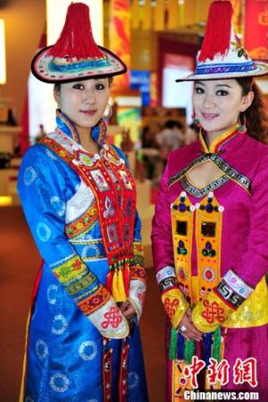 Keeping Yugur Ethnic Costumes Alive