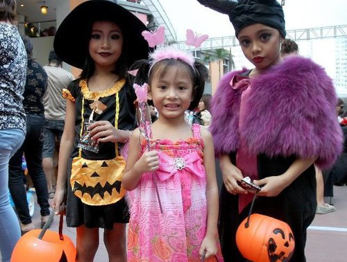 October 26 2014 Editor Arnold Hou  sc 1 st  Women of China & Local People Celebrate Halloween in Philippines - All China Womenu0027s ...