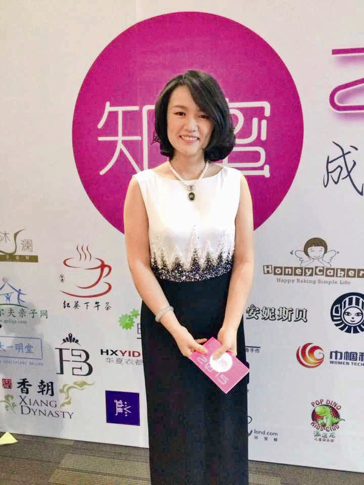 Women Start Low-cost Businesses Via WeChat, Microblogs