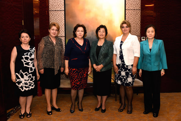 ACWF President Meets Women's Delegation from Armenia