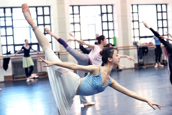 Photo Series Tells Backstage Story of Famous Ballet Troupe