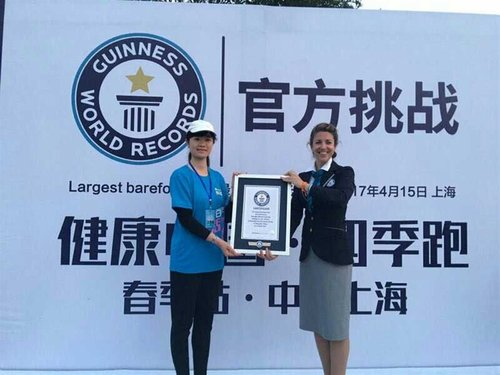 Barefoot Race Sets Guinness World Record in Shanghai