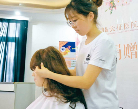 Thousands Join Wig Initiative for Cancer Patients in E China