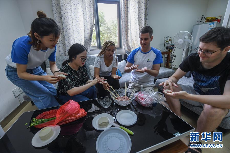 A Foreign Woman's Daily Life in E China's Zhejiang