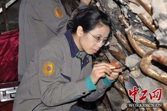 Craftswoman Preserves Ancient Rock Carvings