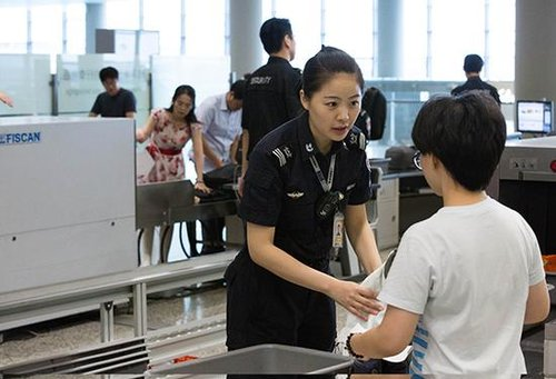 Airport Worker Takes Xi's Report to Heart