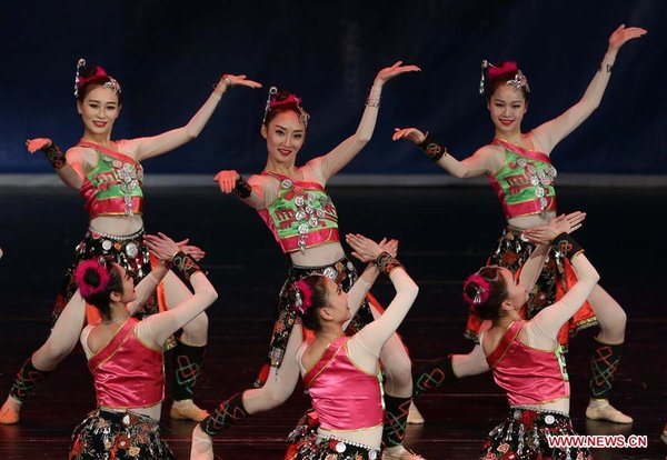Actresses from S China's Guangxi Perform in Algeria