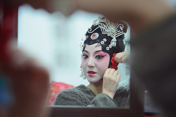 Theater Star Promotes Chinese Opera for 3 Decades