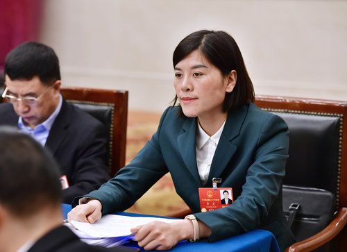 Grassroots NPC Deputy Devotes Herself to Rural Education