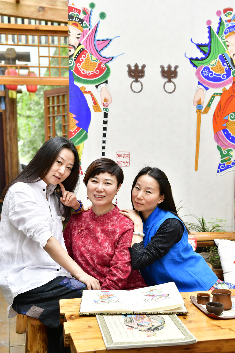 Mianzhu: Sisters Create Wealth by Producing New Year's Pictures