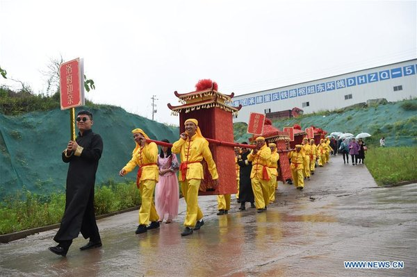 Group Wedding of Railway Construction Worker Couples Held in China's Chongqing