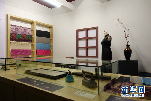 Guangdong Museum Holds Long Gown Show