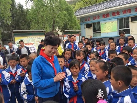 ACWF VP Pays Visit to Impoverished Children in NW China