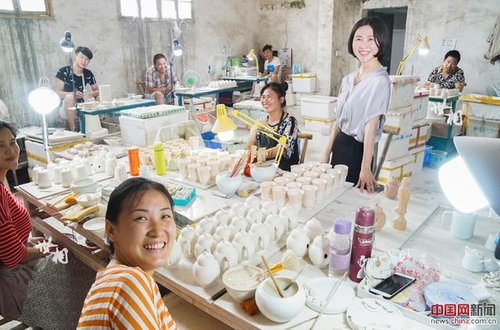 Porcelain E-business Owner Innovates in Traditional Industry
