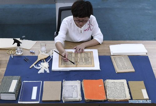 Teacher Restores Over 1,000 Ancient Books in 13-year Career
