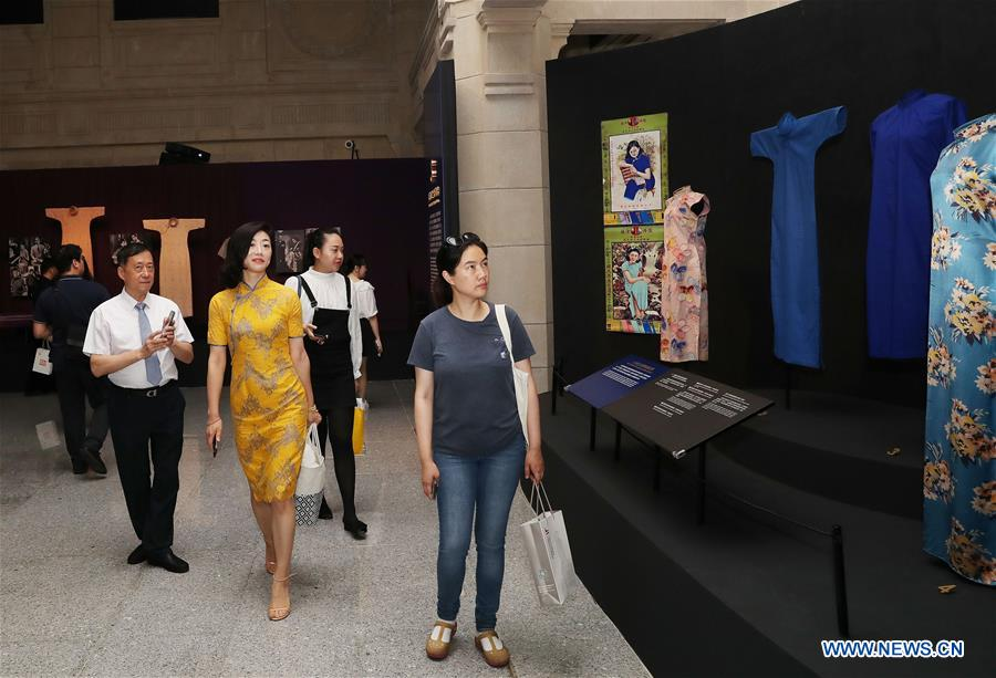 Exhibition Displaying Qipao and Jewelry Opens in Shanghai