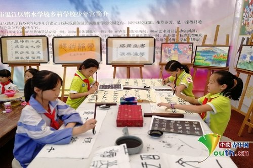 Achievements of Rural Schools Exhibited in Wenjiang