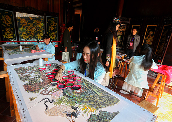 Chaozhou International Embroidery Art Biennial Opens
