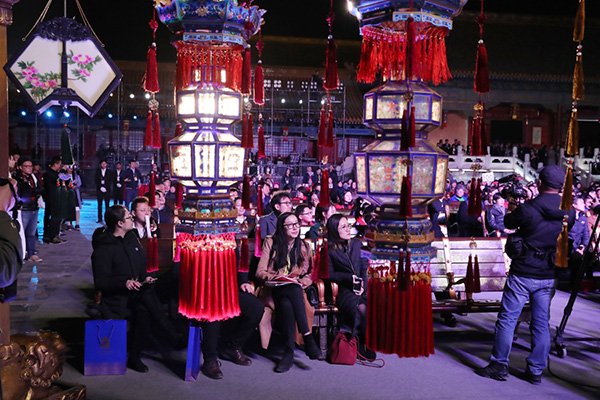 Palace Museum Holds Charity Auction for Lanterns