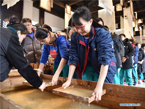 Students Experience Traditional Techniques in SW China